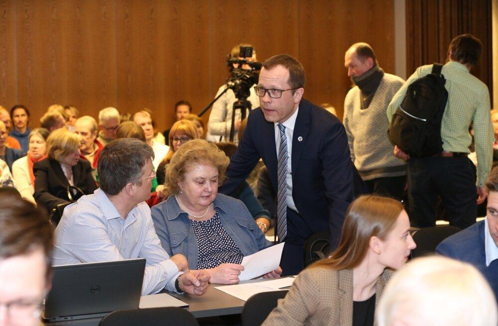 Tartu linnapea Urmas Klaasi (keskel) sõnul rääkis valitsus planeeringut algatades riiklikust huvist, seega peaks riik uuringuid rahastama.