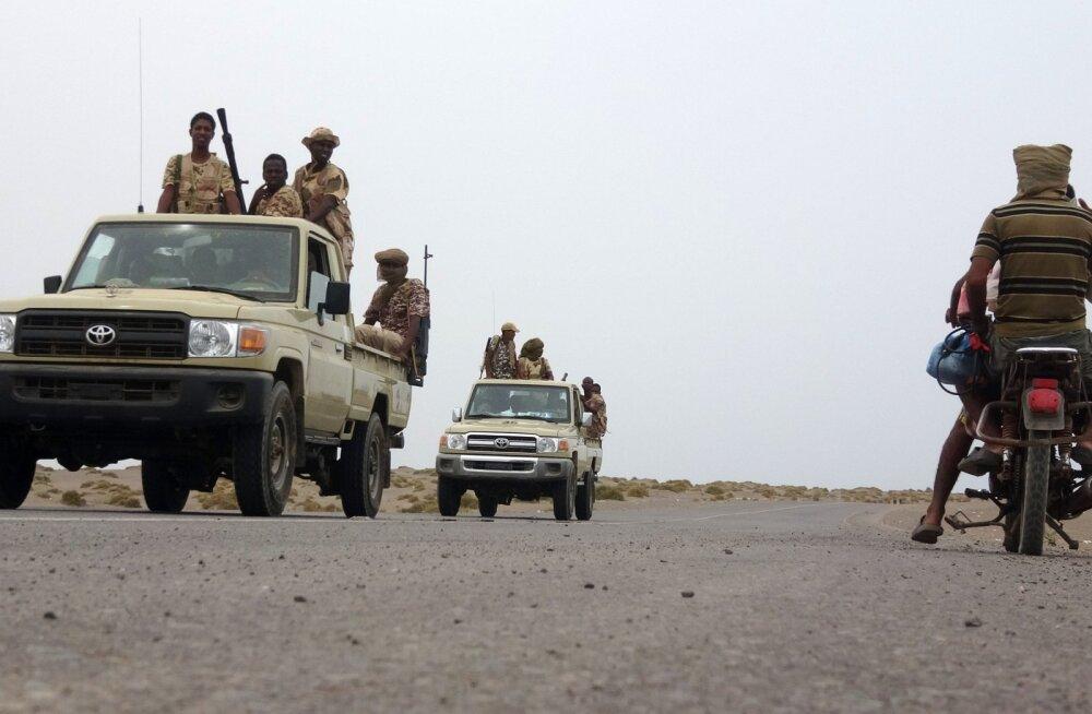 Araabia riigid valmistuvad Jeemeni sõja suurimaks lahinguks, mis võib ÜRO sõnul nõuda veerandi miljoni inimese elu