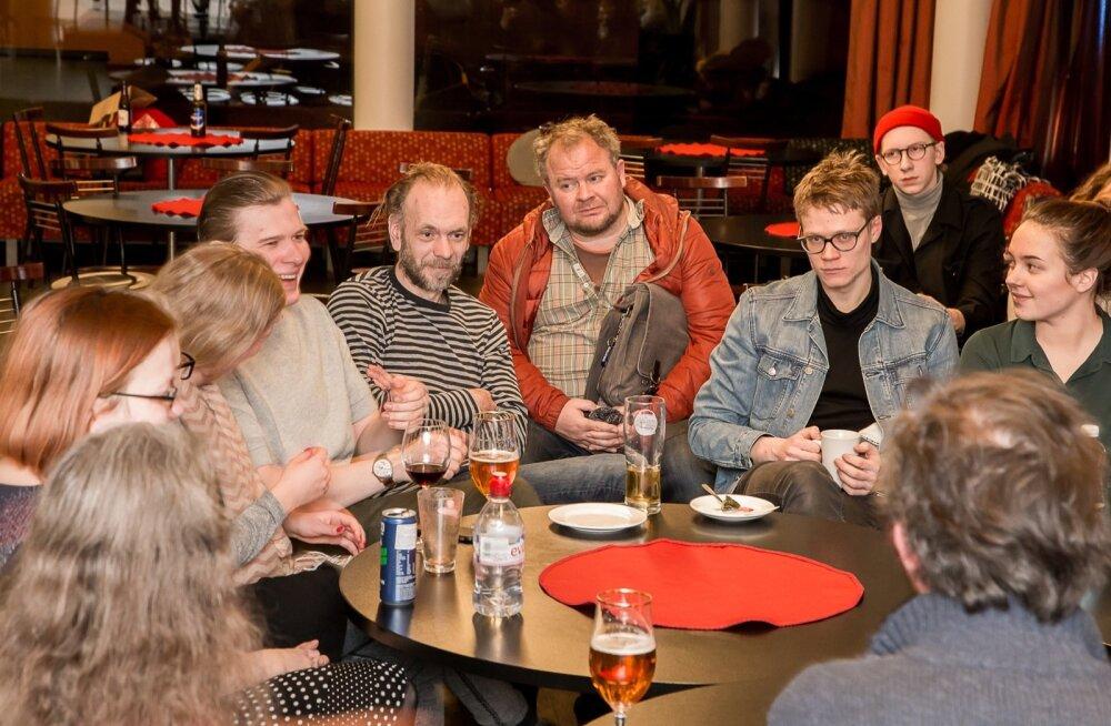 Eelmisel nädalal Pärnus toimunud väikefestival pani publiku, näitlejad ja kriitikud ühe laua taha. Kokku ei lepitud milleski, kuid rääkida oli palju.