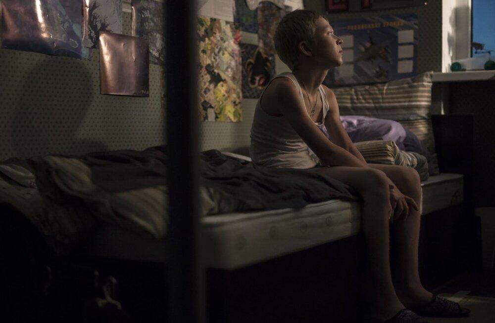 Poissi on filmis näha väga vähe – soovimatu laps haihtubki õhku.