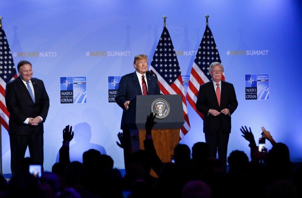 NATO tippkohtumine sai läbi. Ameerika Ühendriikide president Donald Trump, välisminister Mike Pompeo ja riikliku julgeoleku nõunik John Bolton kohtumisejärgselt pressikonverentsil küsimustele vastamas.