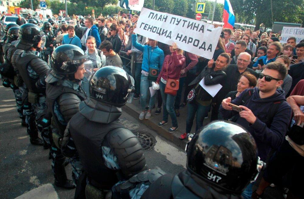 OVD-Info andmetel vahistati pensionireformi vastastel meeleavaldustel Venemaal üle tuhande inimese