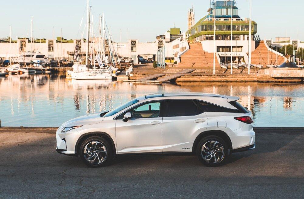 Lexus näitas uut seitsmekohalist noobelmaasturit RX L
