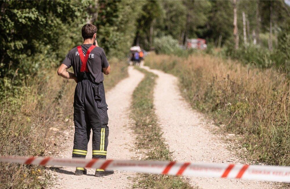 Endla looduskaitsealalt Toodiksaare raba lähedalt otsiti eile raketi tükke.