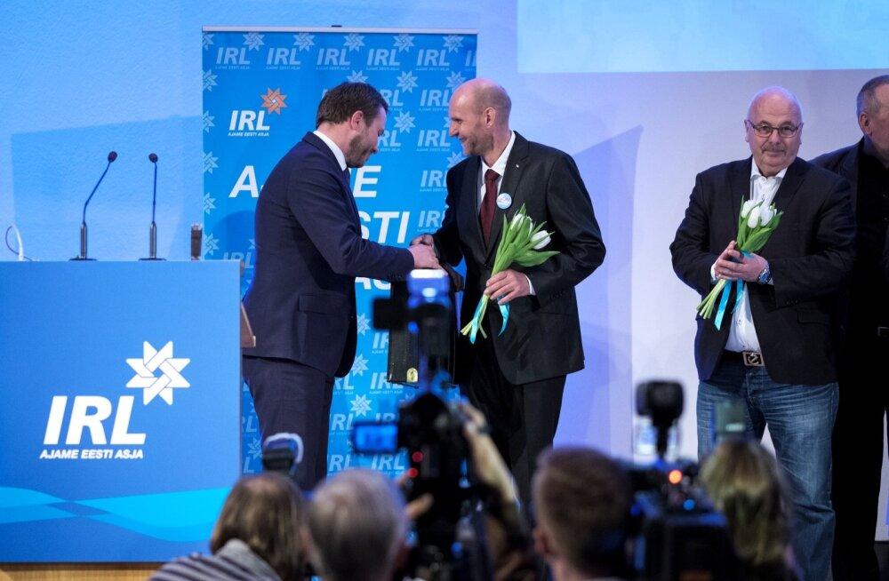 Margus Tsahkna andis laupäeval IRL-i juhtimise Helir-Valdor Seederile üle. Erakonnas arvatakse, et Seeder on eelkäijast jõulisem ja tugevam esimees.