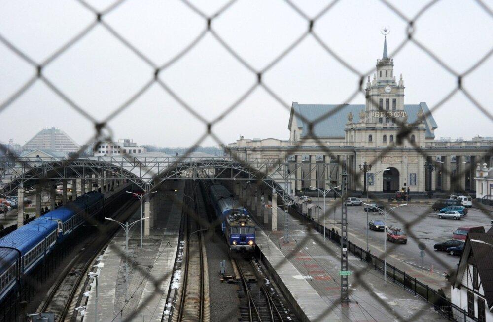 Hommikune rong ootab Valgevene linnas Brestis Poola linna Terespoli poole liikuma hakkamist. Viimase vaguni on juba väljakujunenud tava kohaselt hõivanud asüülisoovijad.