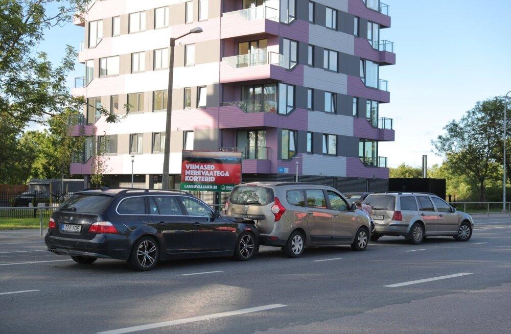 ФОТО: Цепная авария в Ласнамяэ — столкнулись четыре автомобиля