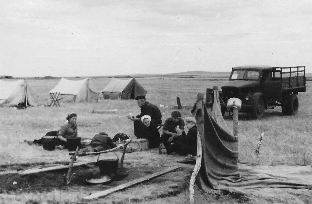 Geoloogide välilaager radioaktiivselt tugevasti saastatud alal 1957. aasta septembris. Võimalikust ohust neid ei teavitatud.
