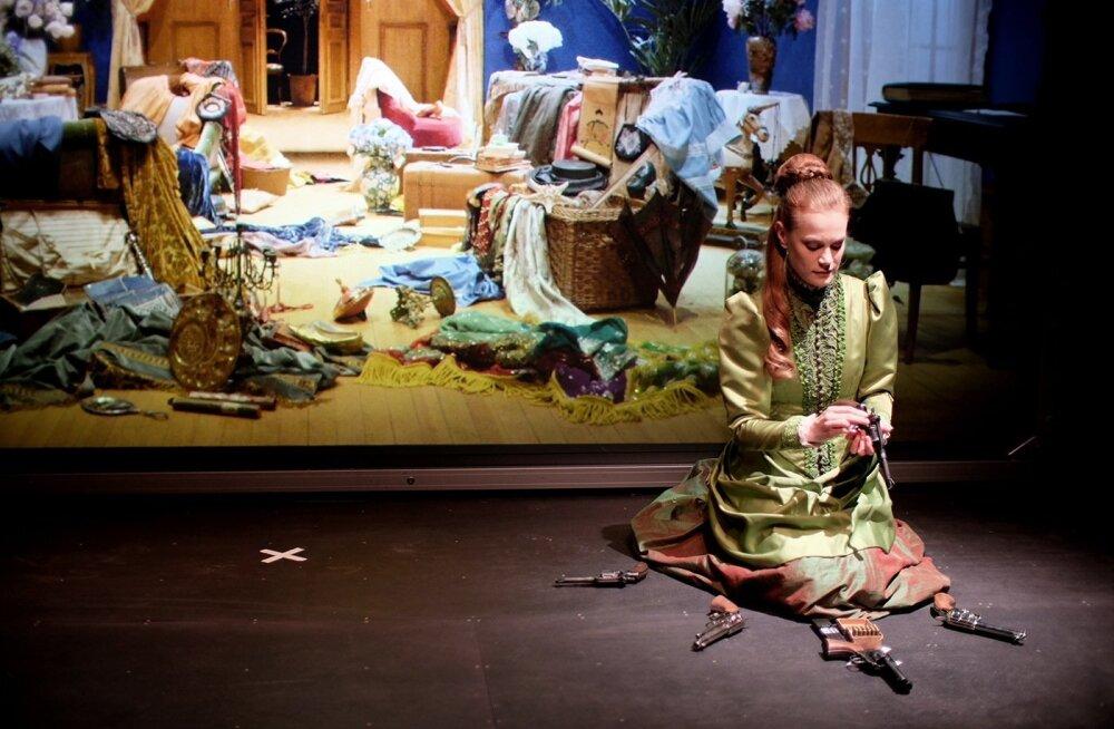 "Rootsi kuningliku draamateatri Dramaten ""Hedda Gabler"", nimiosas Electra Hallman"