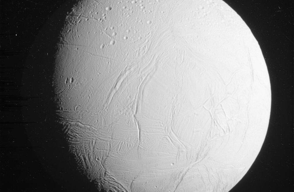 Saturni jäine kuu osutus varasemast veelgi elusoosivamaks