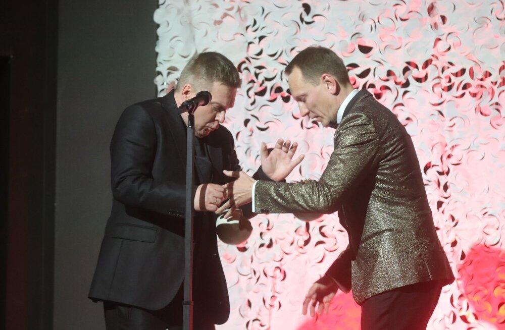 UPS! Aasta meelelahutajad Kristjan Jõekalda ja Teet Margna lõhkusid oma auhinnad ära!