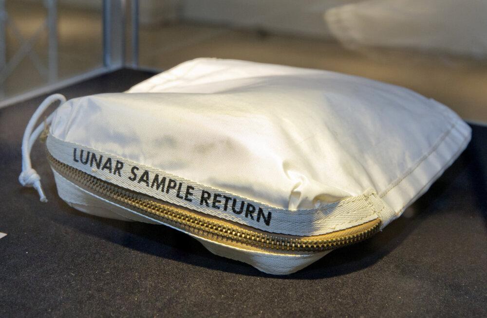 Kummaline lugu: Kuu pinnaseproovide kott oleks peaaegu prügisse lennanud, ent müüdi hoopis hingehinna eest maha
