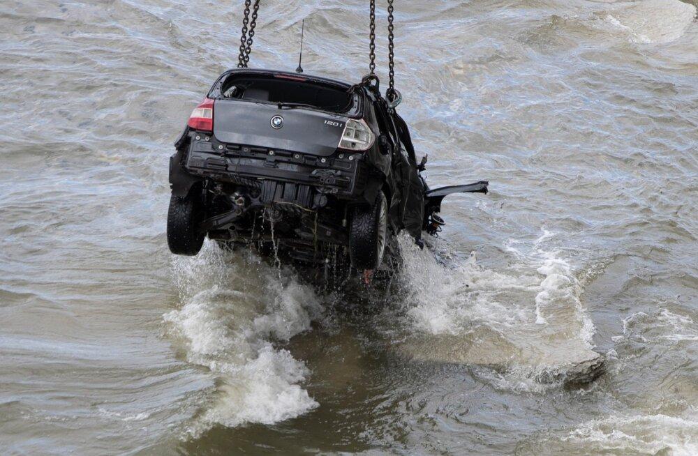 BMW sõitis Pakri tuletorni juures merre