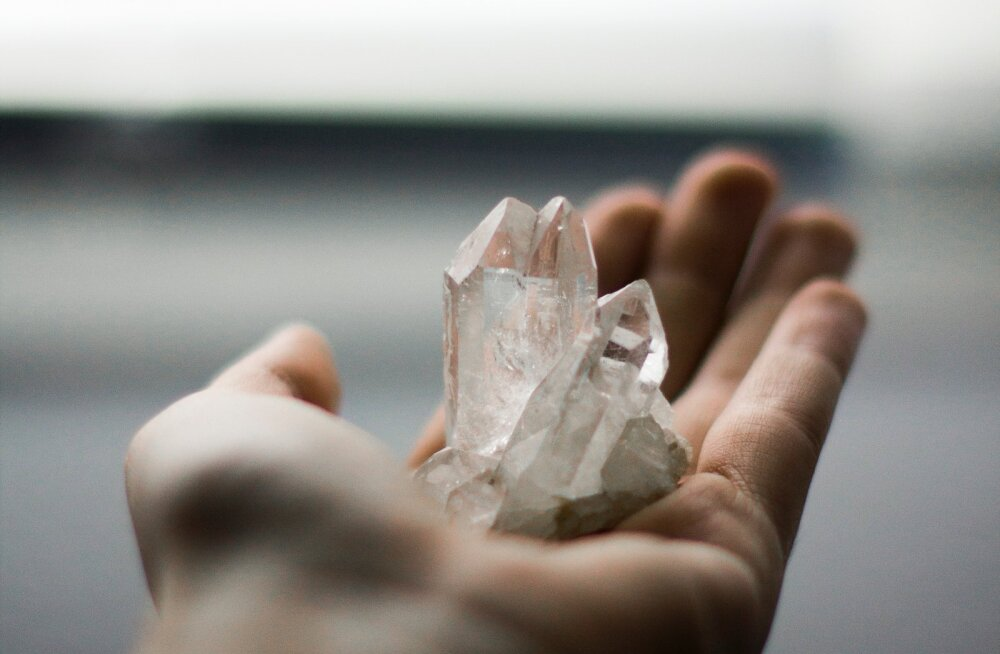 Kristallid ja kivid: kas kõigest moevidinad või on neist päriselt ka kasu?