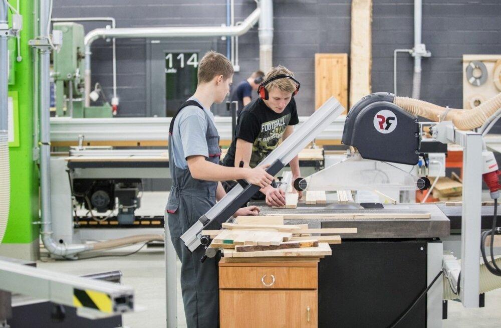 Нанимающие несовершеннолетних работодатели получат поддержку от государства