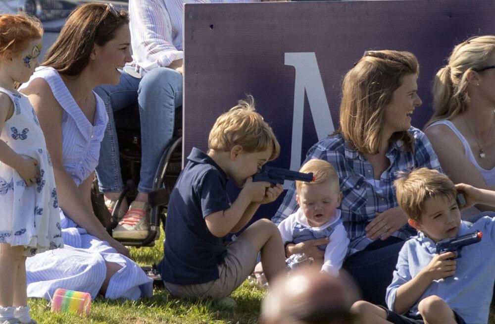 FOTOD | Lapsevanemad marus! Prints George mängis avalikus kohas mängupüstoliga ja paljud inimesed on seetõttu väga pahased