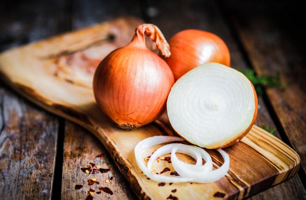 Vanarahva taimetarkus: sibulakompress aitab valu ja põletiku vastu