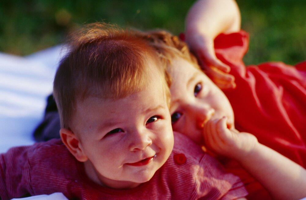 Младшие братья и сестры приносят больше бед в семью, чем старшие