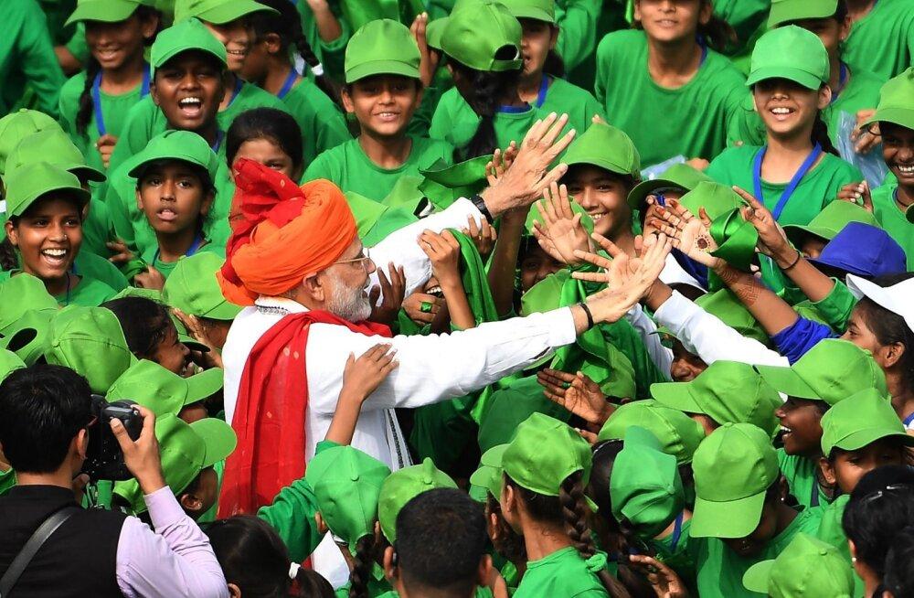 India peaminister: aastal 2022 saadame mehitatud missiooni kosmosesse