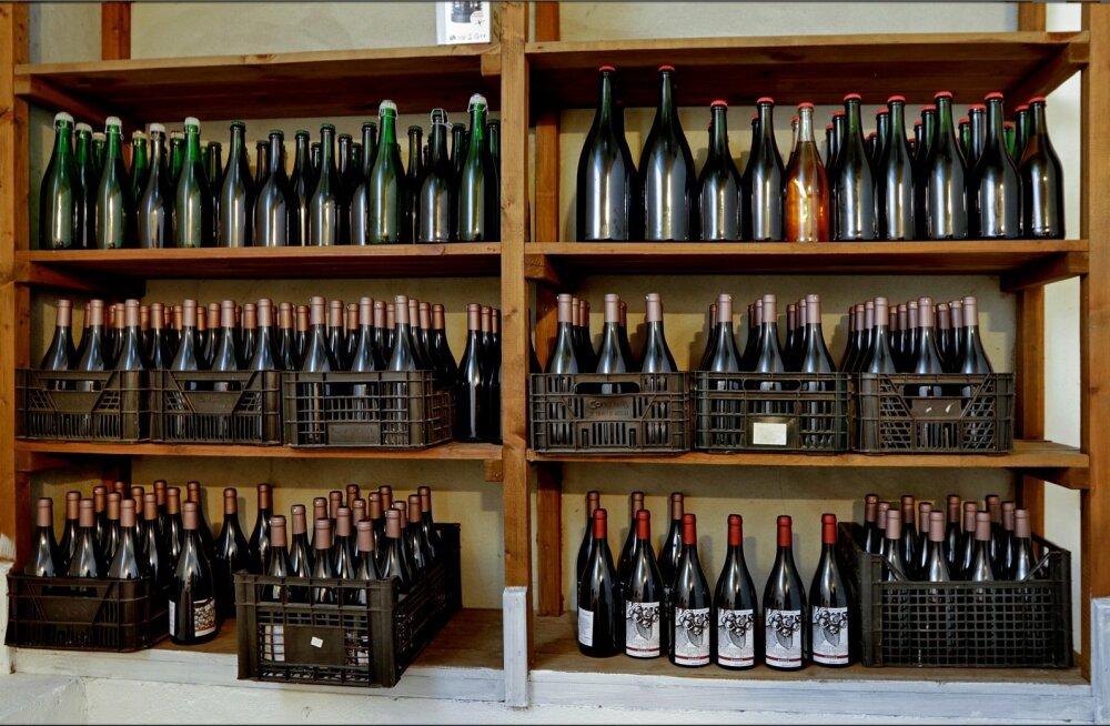 Valik Valgejõe veinivilla veine.