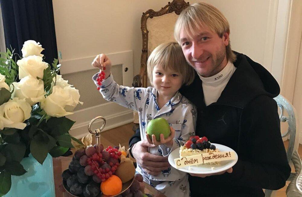 ВИДЕО: Весь в папу! Сын Яны Рудковской исполнил зажигательный танец на льду под Sex Bomb