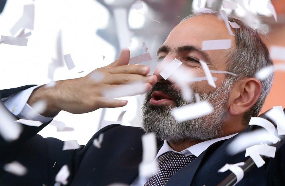 """""""Rääkida lääne-, vene- või Euroopa-meelsest poliitikast on nonsenss,"""" ütles Pašinjan kriitikutele. """"Minu kohus on esindada kogu Armeenia rahva huve."""""""
