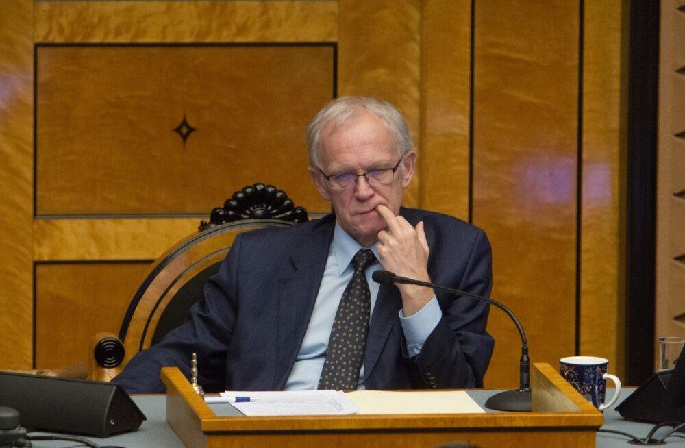 Riigikogu esimees Eiki Nestor ütles, et kuna kõik on probleemist aru saanud, läheb palgasüsteem ilmselt lähiajal muutmisele.