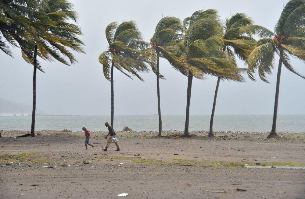 Irma nõrgenes neljanda kategooria tormiks, aga jääb endiselt võimsaks orkaaniks