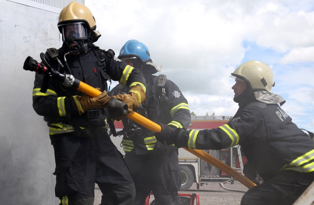 ФОТО: В Ляэне-Вирумаа проходят десятые всеэстонские соревнования профессиональных спасателей