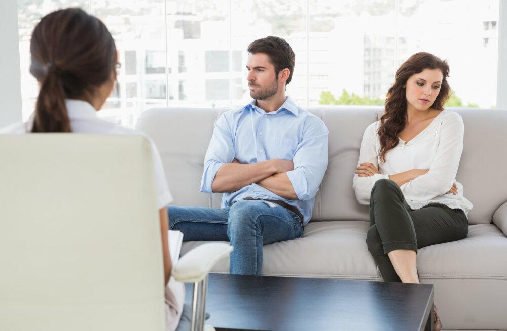 Naine jagab šokeerivat lugu: psühholoog on meie abielus kolmas liige ja mehel tekkis teraapia ajal ka kõrvalsuhe, millega terapeut oli algusest peale kursis