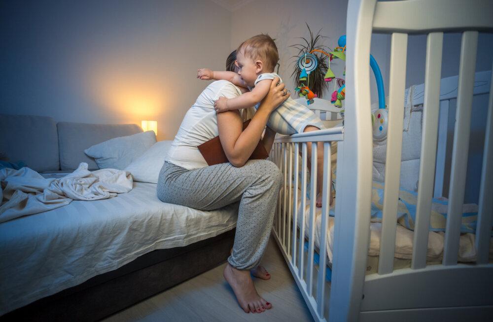 Lapsevanemate kõige koomilisemad lood sellest, kuidas magamata ööd võivad päeva sassi keerata