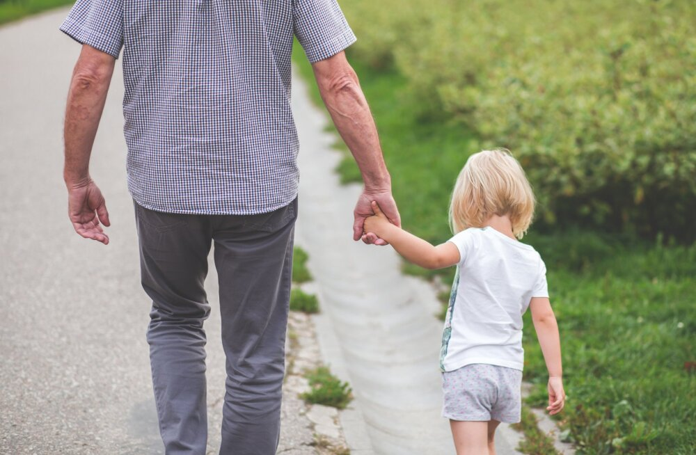 Как вести себя с незнакомыми людьми: расскажите это своему ребенку