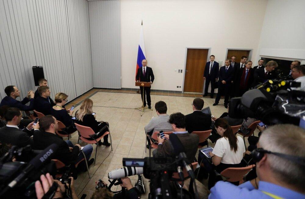 Ajaleht Bild: Putin saabus Berliini kohtumisele pikas limusiinis ja reserveeris toa hotellis Adlon, kuid lahkus tagaukse kaudu
