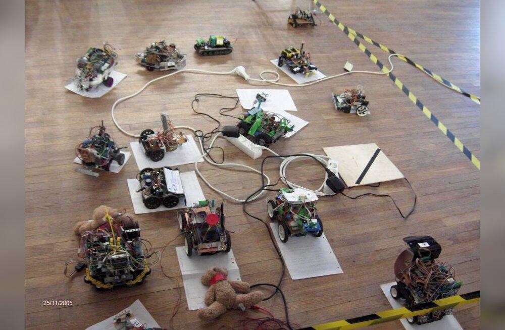 Robotex 2010: robotid hakkavad jalgpallis mõõtu võtma