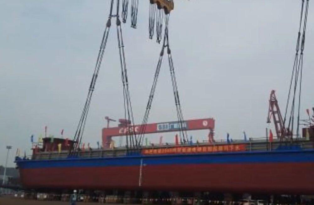 Hiinas alustas tööd maailma esimene täiselektriline kaubalaev, alus veab iroonilisel kombel kivisütt