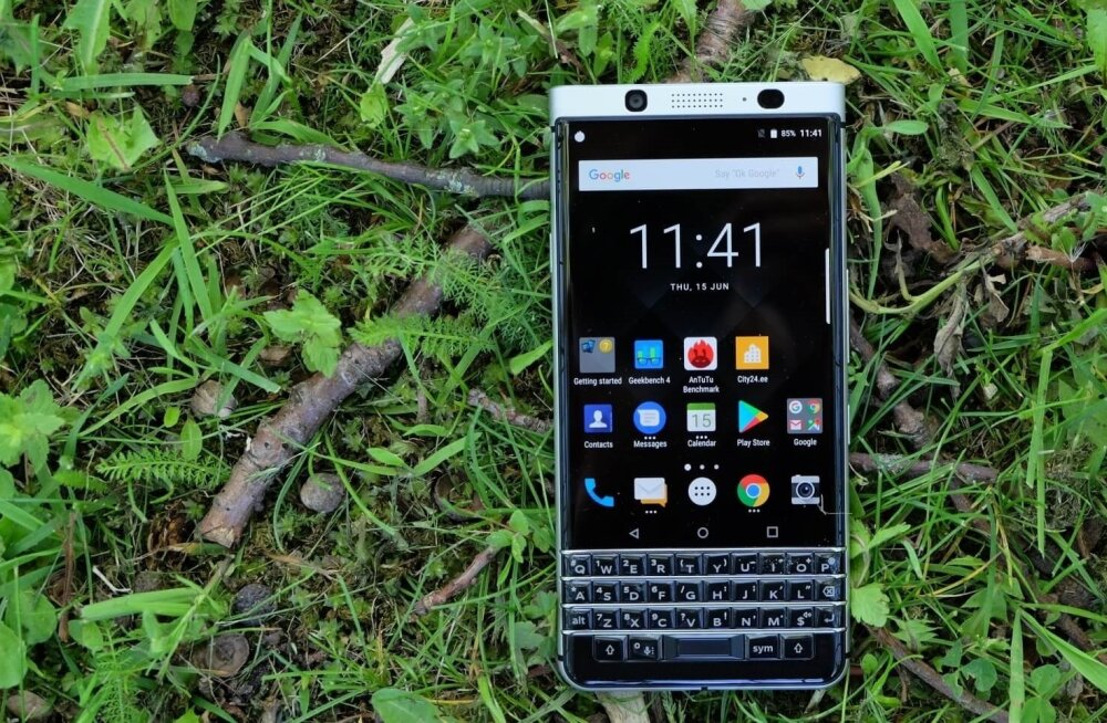 Pole kahtlust, et selle telefoni suurim ja silmatorkavaim eripära on selle füüsiline klaviatuur.