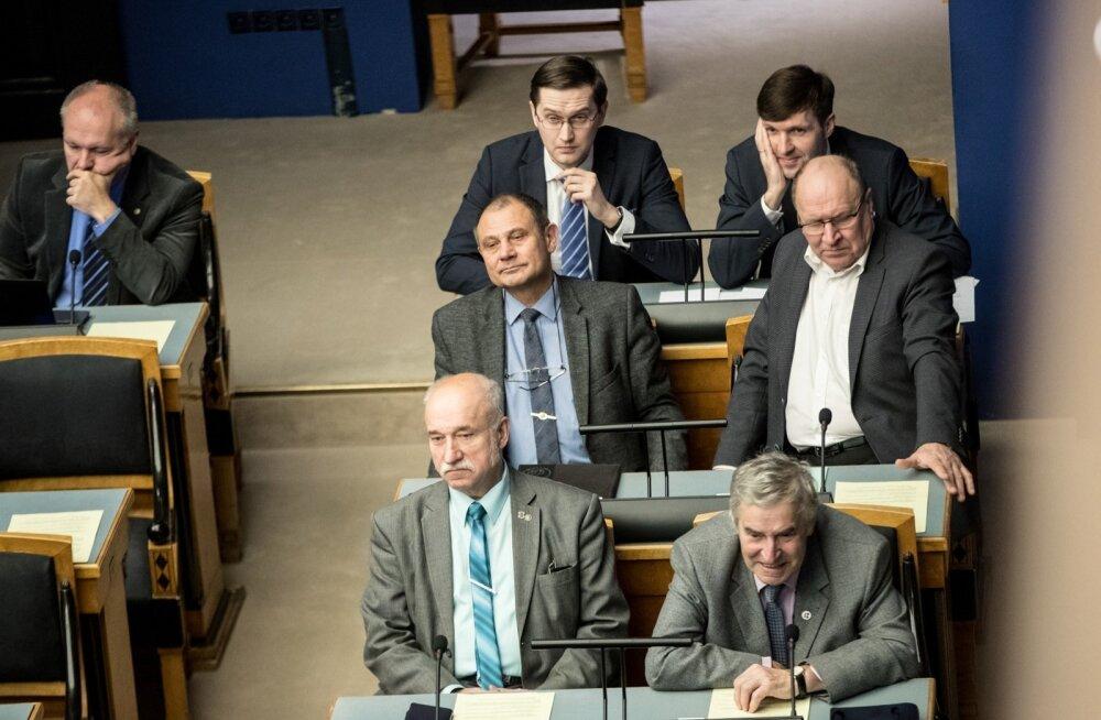 Loe, kuidas EKRE maaeluministrit põuakahjude suhtes praadis