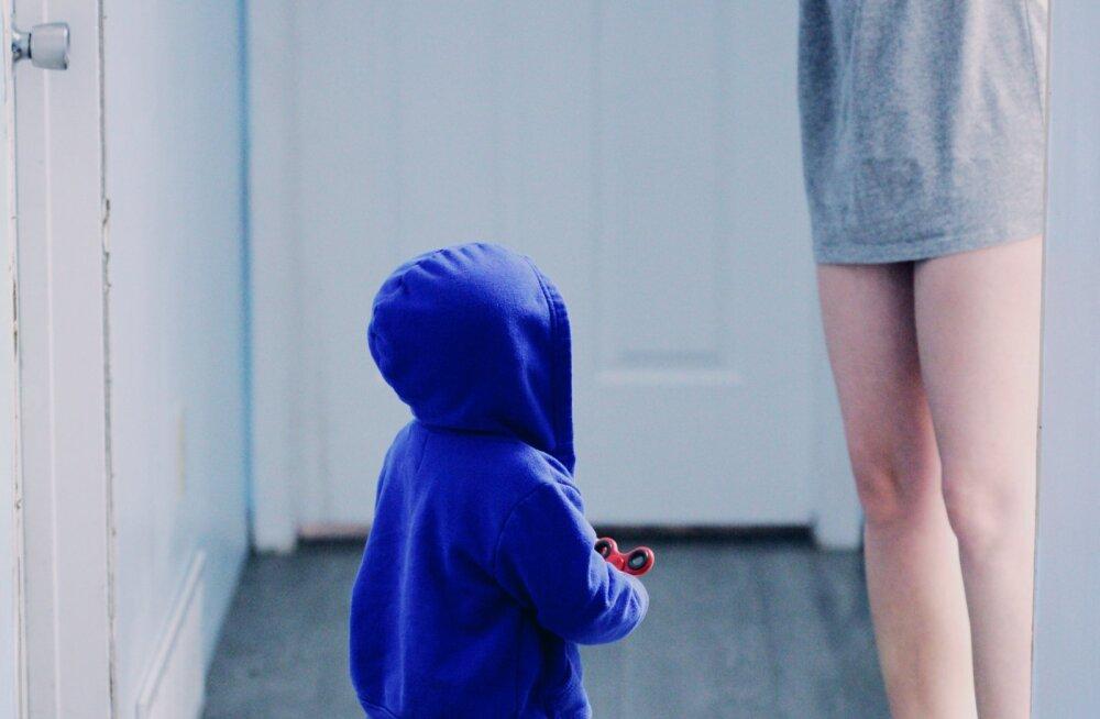 Lugejad laste tööle kaasa võtmisest: lapsel pole hea, emal pole hea ja töökaaslastel samuti mitte!