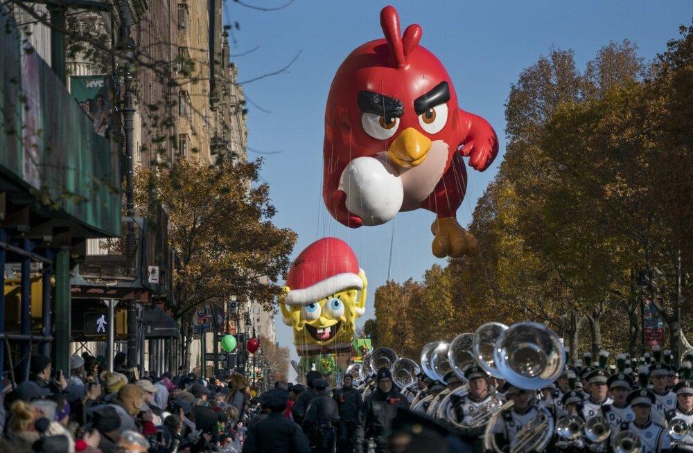 Täispuhutud vihane punane lind soomlaste loodud ülimenukast mobiilimängust Angry Birds tänupüharongkäigul New Yorgis