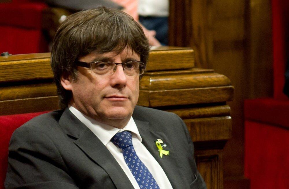 """Kataloonia tagandatud president Puigdemont lubas jätkata """"demokraatlikku vastuseisu"""" Madridi otsevalitsemisele"""