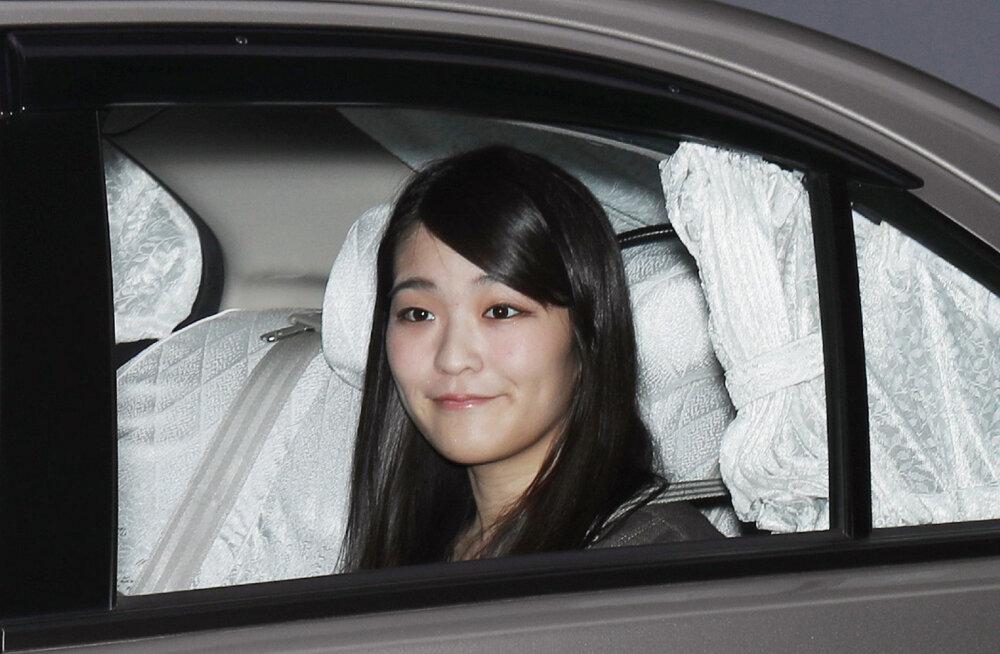 Jaapani printsess loobub lihtsast soost mehe armastuse nimel tiitlist