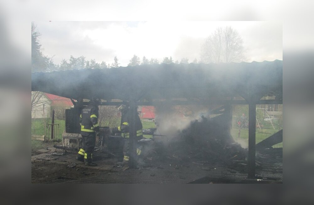 Kilingi-Nõmmel põles grillkoda