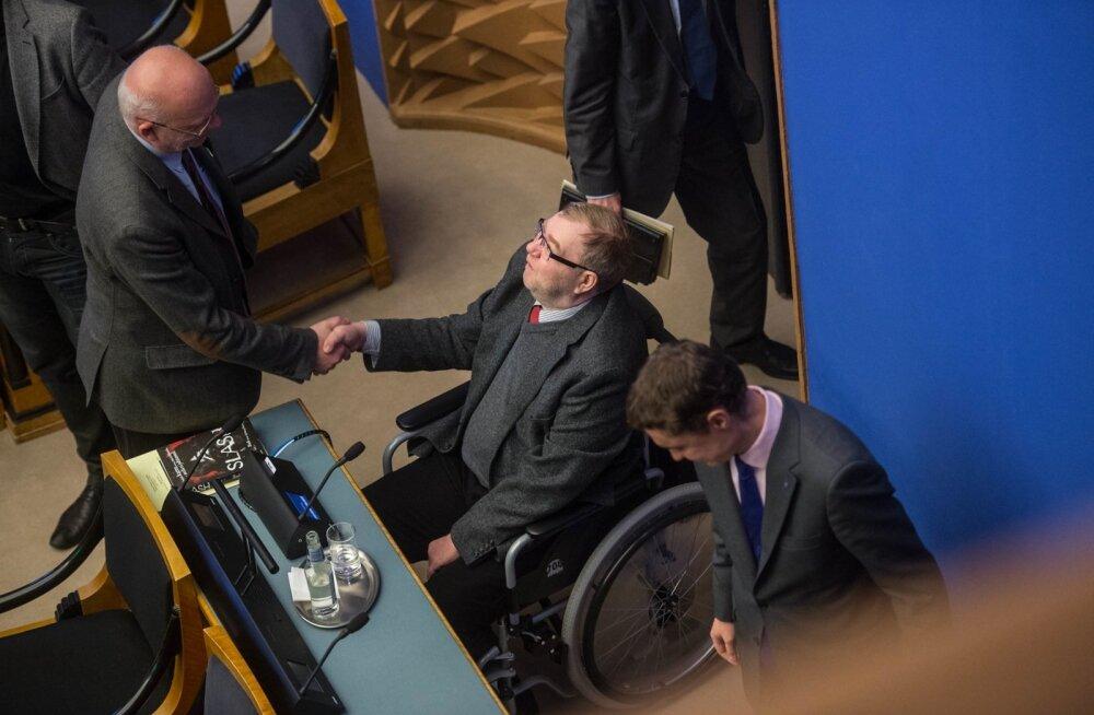 Mart Laar liitus riigikogu tööga 2012. aasta novembris, ent asus järgmisel aastal Eesti Panga nõukogu esimehe kohale.