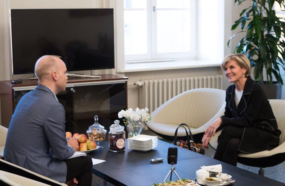 Austraalia välisminister Julie Bishop oli Eesti Päevalehe välisuudiste juhi Raimo Poomiga vesteldes silmanähtavalt rõõmus, kui jutt läks noortele eestlastele, kes on sõitnud Austraaliasse, et seal aasta või natuke kauem töötada ja reisida.