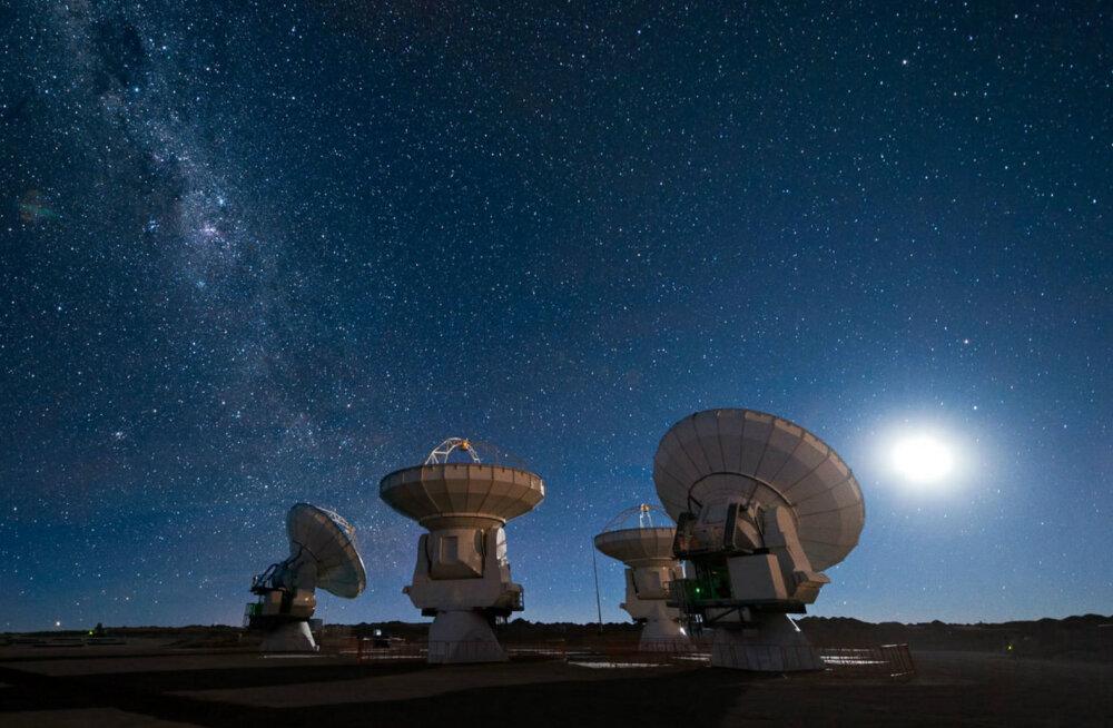 Yuri Milner ja Stephen Hawking kuulutasid välja saja miljoni dollarilise initsiatiivi, mille abil hoogustada elu otsinguid universumis