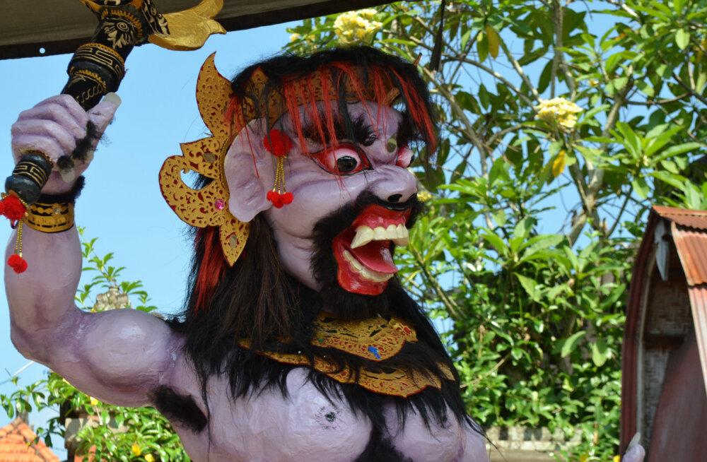 Туристам на острове Бали запретили покидать отели