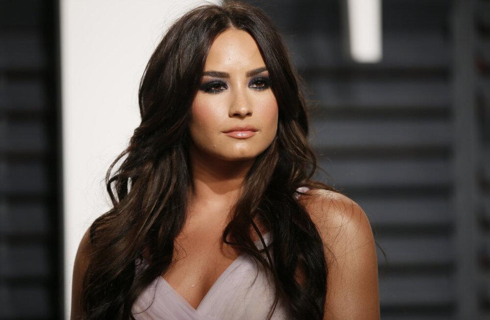 Üksildus, hulga pitse või narkootikumid: mis juhtus Demi Lovatoga enne haiglasse sattumist