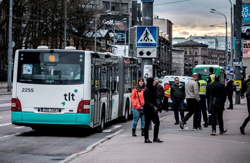 Tallinnas liinibussis nigeerlasi peksnud ja noaga vehkinud mehele mõisteti tingimisi vangistus