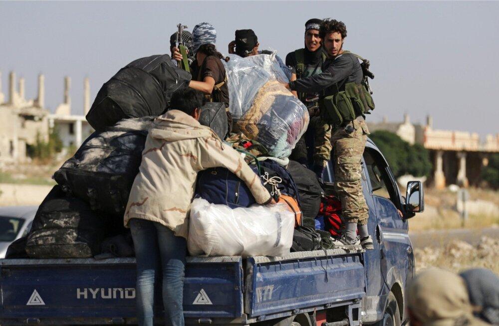 Sadadel Quneitra võitlejail ja nende sugulastel lubati pärast kapituleerumist liikuda ka Põhja-Süüria mässuliste aladele.
