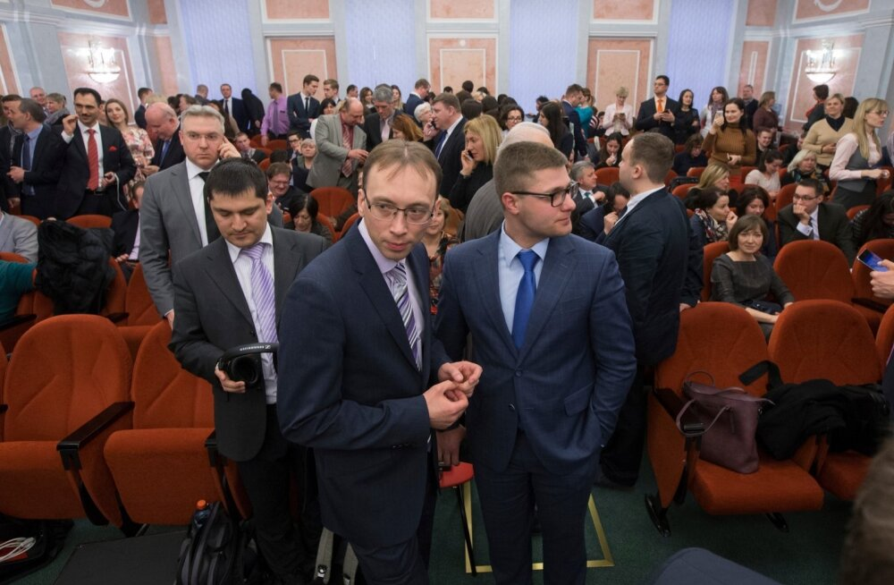 Kohus otsustas aprillis umbes 175 000 jehovisti tegevuse Venemaal keelata. Fotol usulahu esindajad kohtus otsust kuulamas.